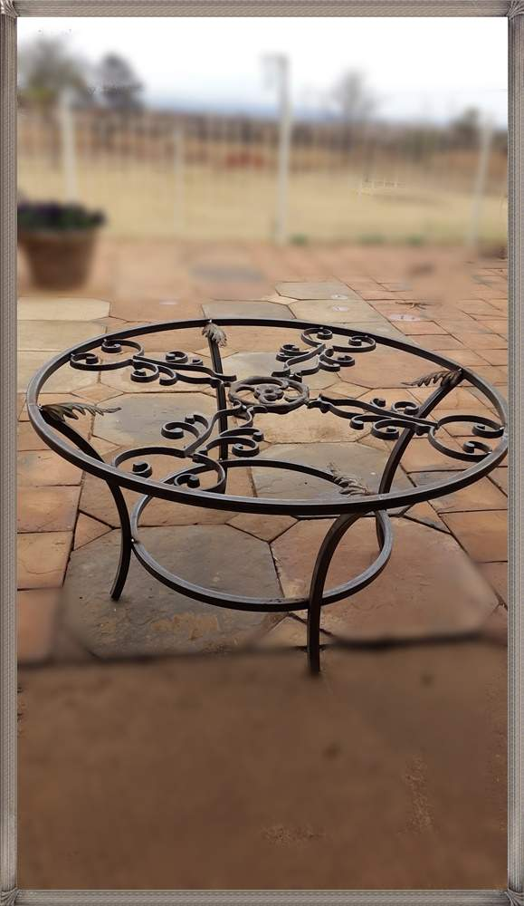 t215-coffee-table-medium-round-with-6mm-glass-top