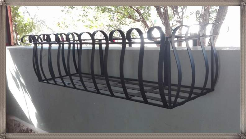 ac101-waterloo-balustrade-planter