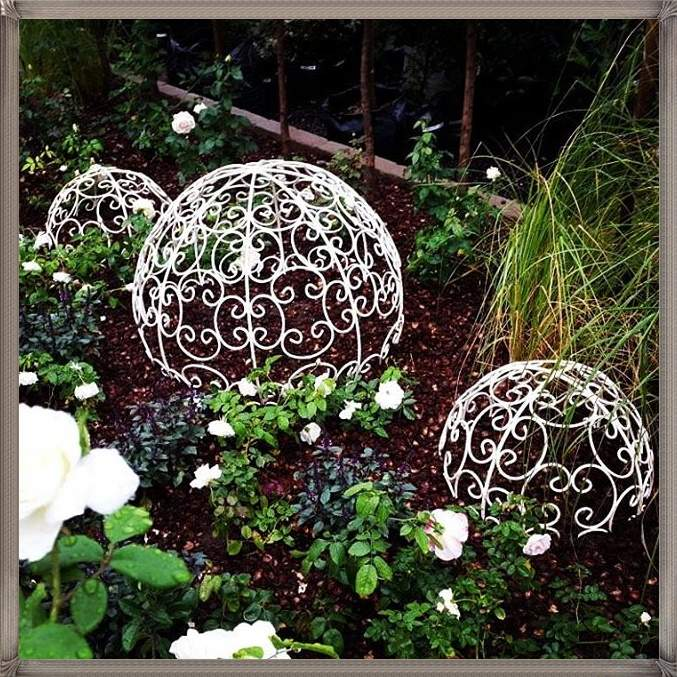 iron-and-topiary-ballssphere