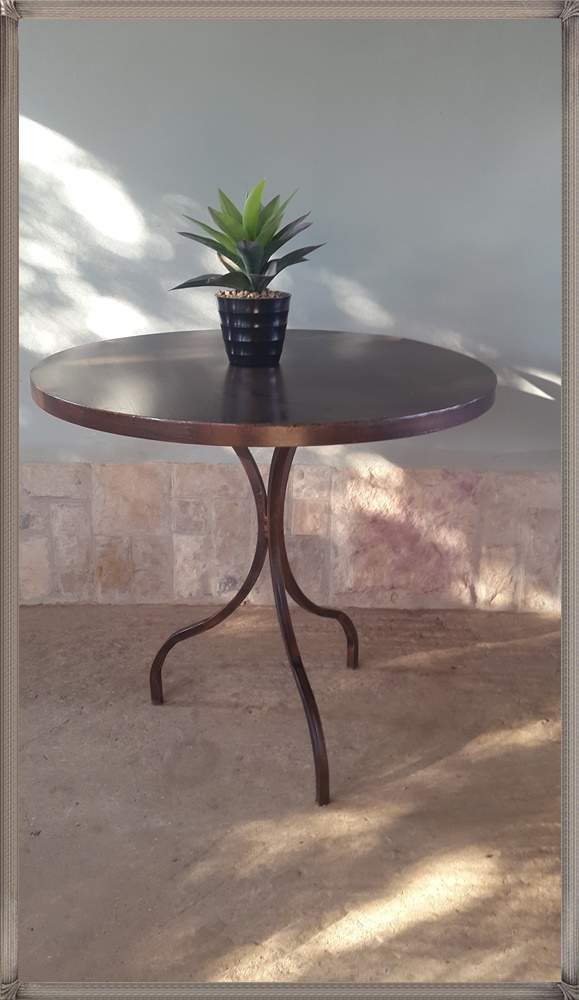 lily-round-table-available-with-solid-and-flat-bar-top